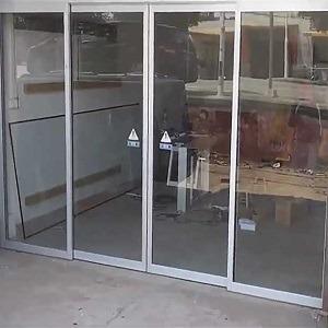 درب شیشه ای مغازه
